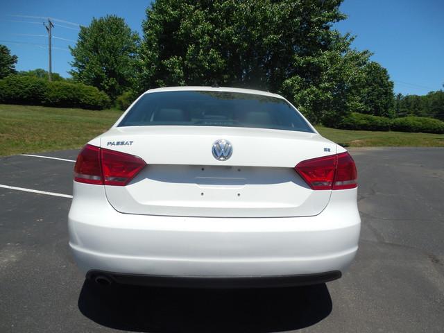 2012 Volkswagen Passat SE w/Sunroof  Nav Leesburg, Virginia 5