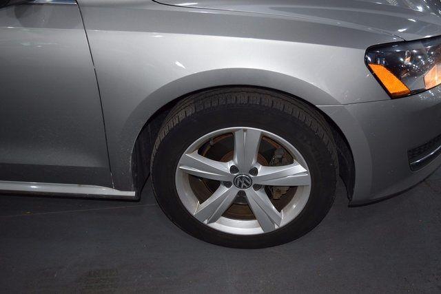 2012 Volkswagen Passat SE Richmond Hill, New York 3