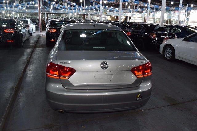 2012 Volkswagen Passat SE Richmond Hill, New York 4