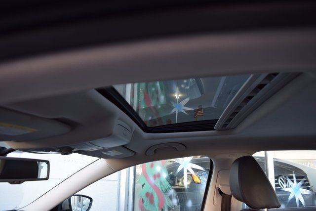 2012 Volkswagen Passat SE w/Sunroof & Nav PZEV Richmond Hill, New York 10