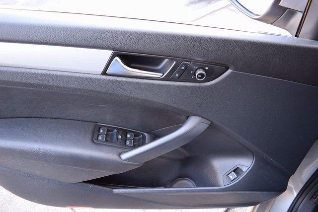 2012 Volkswagen Passat SE w/Sunroof & Nav PZEV Richmond Hill, New York 12
