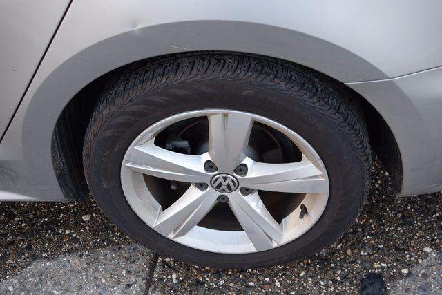 2012 Volkswagen Passat SE w/Sunroof & Nav PZEV Richmond Hill, New York 3