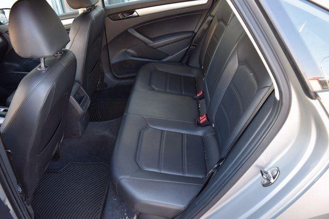 2012 Volkswagen Passat SE w/Sunroof & Nav PZEV Richmond Hill, New York 7
