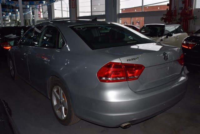 2012 Volkswagen Passat SE w/Sunroof Richmond Hill, New York 11