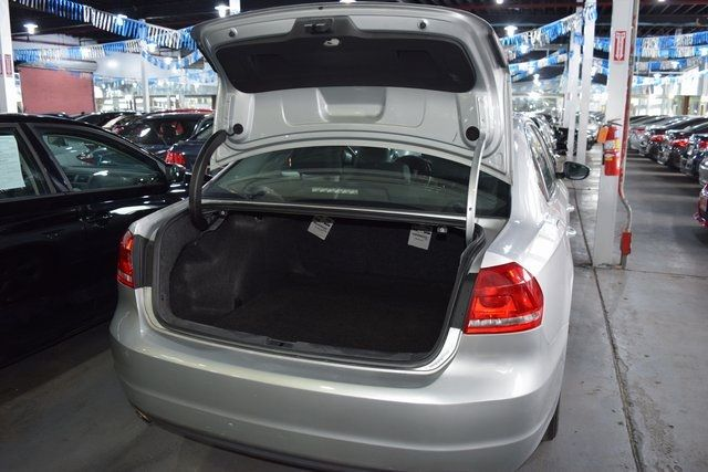 2012 Volkswagen Passat SE w/Sunroof Richmond Hill, New York 16