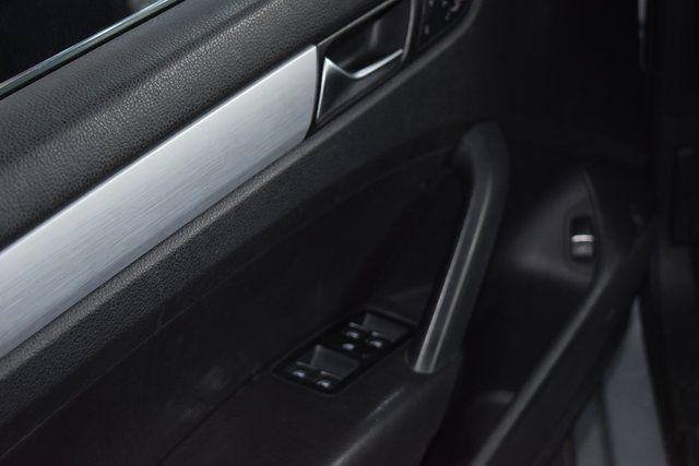 2012 Volkswagen Passat SE w/Sunroof Richmond Hill, New York 17