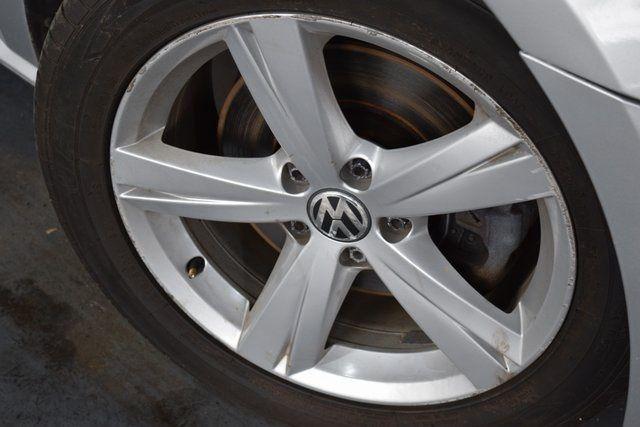 2012 Volkswagen Passat SE w/Sunroof Richmond Hill, New York 3