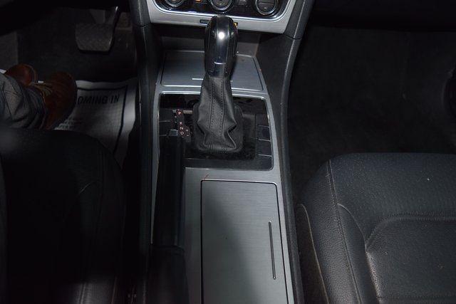 2012 Volkswagen Passat SE w/Sunroof Richmond Hill, New York 32
