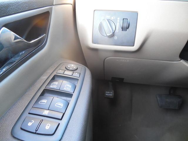 2012 Volkswagen Routan SE w/RSE Navigation Leesburg, Virginia 23
