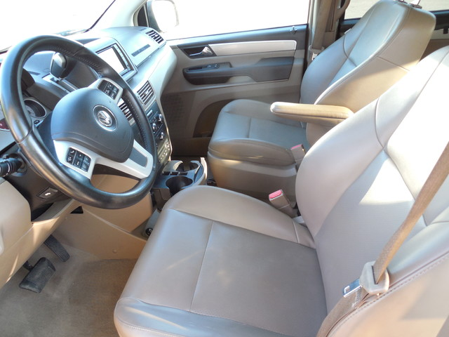 2012 Volkswagen Routan SE w/RSE Navigation Leesburg, Virginia 10