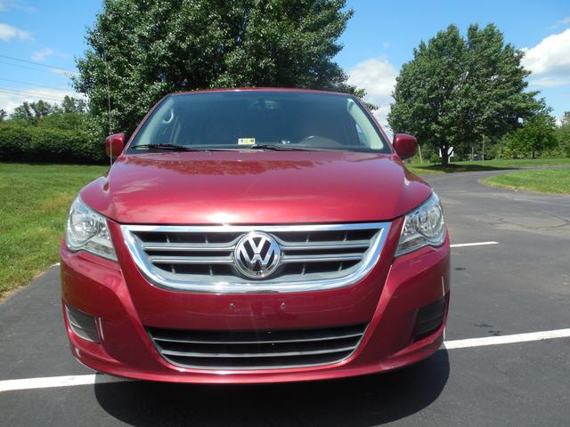 2012 Volkswagen Routan SE w/RSE Navigation Leesburg, Virginia 7