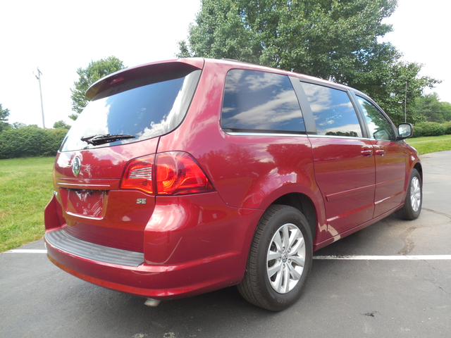 2012 Volkswagen Routan SE w/RSE Navigation Leesburg, Virginia 2
