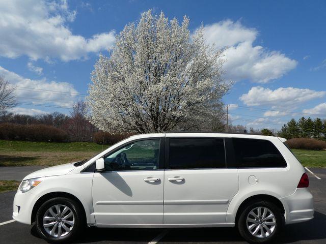 2012 Volkswagen Routan SE w/RSE Navigation Leesburg, Virginia 4