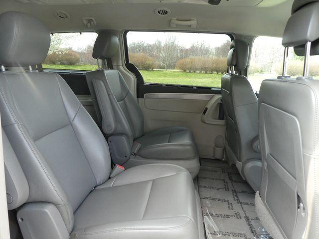 2012 Volkswagen Routan SE w/RSE Navigation Leesburg, Virginia 12