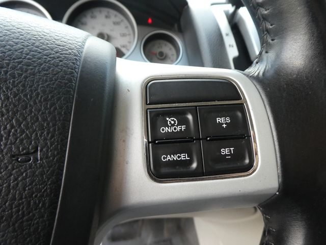2012 Volkswagen Routan SE w/RSE Navigation Leesburg, Virginia 24