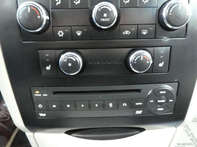 2012 Volkswagen Routan SE w/RSE Navigation Leesburg, Virginia 33