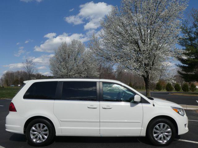 2012 Volkswagen Routan SE w/RSE Navigation Leesburg, Virginia 5