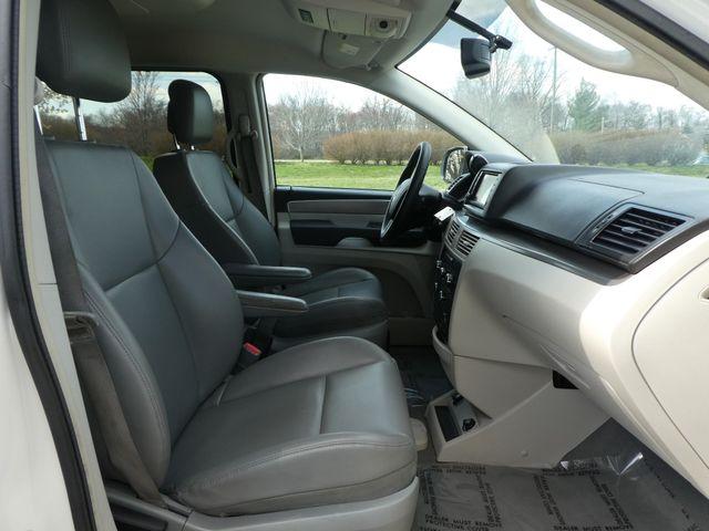 2012 Volkswagen Routan SE w/RSE Navigation Leesburg, Virginia 11