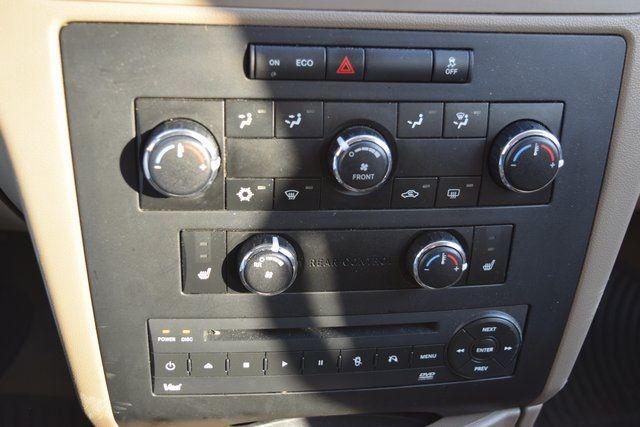 2012 Volkswagen Routan SE Richmond Hill, New York 27
