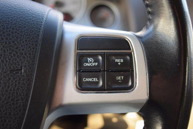 2012 Volkswagen Routan SE Richmond Hill, New York 32