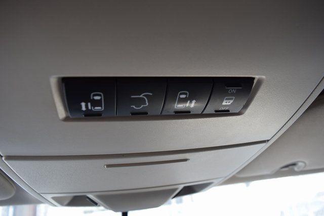 2012 Volkswagen Routan SE Richmond Hill, New York 34