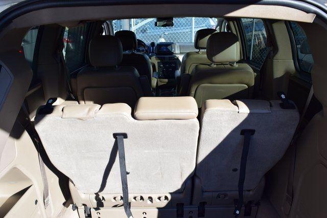 2012 Volkswagen Routan SE Richmond Hill, New York 8