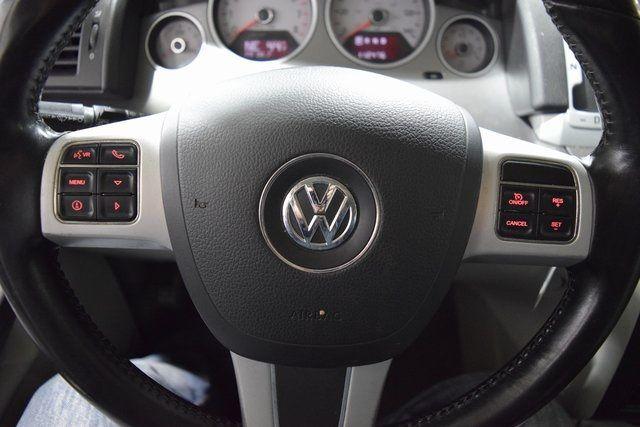 2012 Volkswagen Routan SE Richmond Hill, New York 12