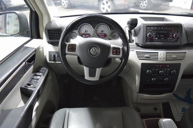 2012 Volkswagen Routan SE Richmond Hill, New York 21