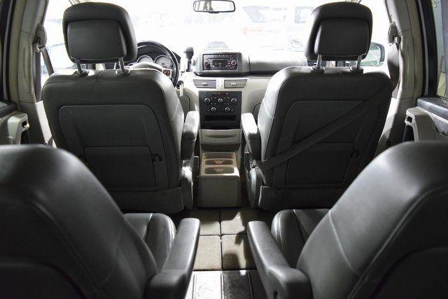 2012 Volkswagen Routan SE Richmond Hill, New York 23