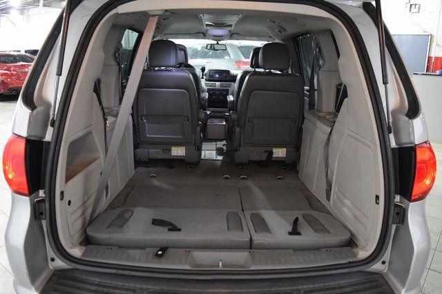 2012 Volkswagen Routan SE Richmond Hill, New York 30