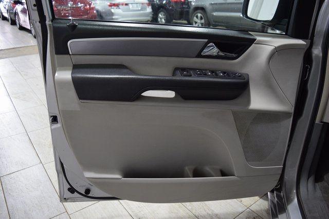 2012 Volkswagen Routan SE Richmond Hill, New York 4