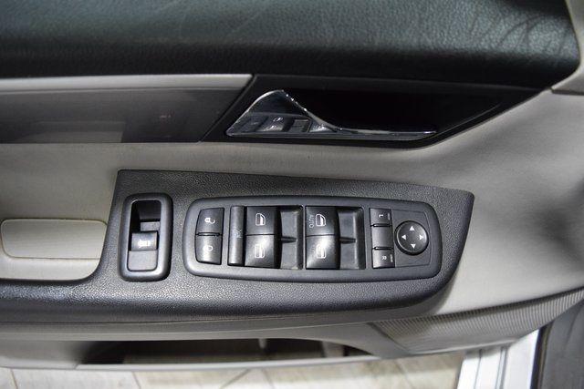 2012 Volkswagen Routan SE Richmond Hill, New York 5
