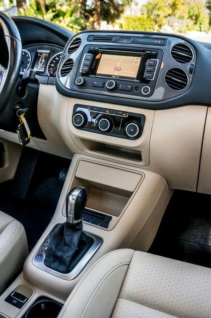 2012 Volkswagen Tiguan SEL w/Sunroof & Nav Reseda, CA 22