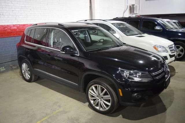 2012 Volkswagen Tiguan SE w/Sunroof & Nav Richmond Hill, New York 1
