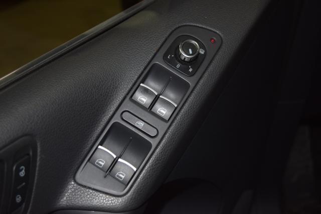 2012 Volkswagen Tiguan SE w/Sunroof & Nav Richmond Hill, New York 12