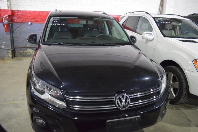 2012 Volkswagen Tiguan SE w/Sunroof & Nav Richmond Hill, New York 2