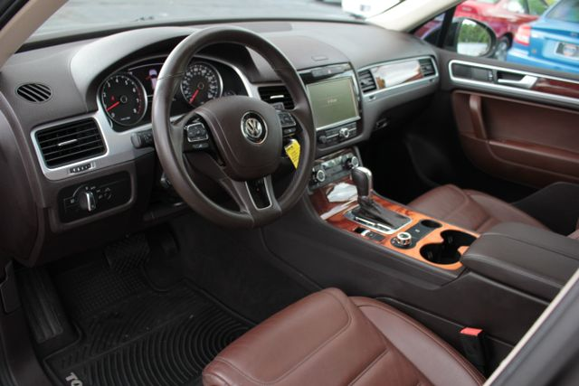 2012 Volkswagen Touareg Lux - Nav - Sunroof Mooresville , NC 9