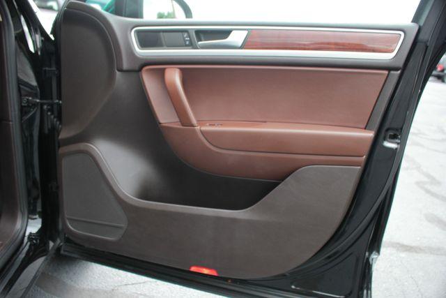 2012 Volkswagen Touareg Lux - Nav - Sunroof Mooresville , NC 18