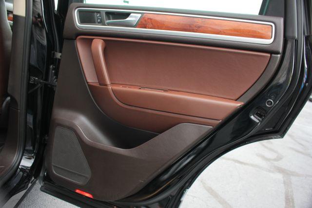 2012 Volkswagen Touareg Lux - Nav - Sunroof Mooresville , NC 22