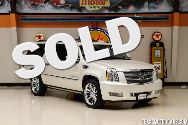 2013 Cadillac Escalade ESV Platinum Edition This 2013 Cadillac Escalade ESV Platinum Edition is in