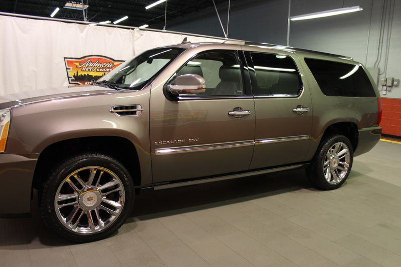 2013 Cadillac Escalade ESV Platinum Edition  city Illinois  Ardmore Auto Sales  in West Chicago, Illinois