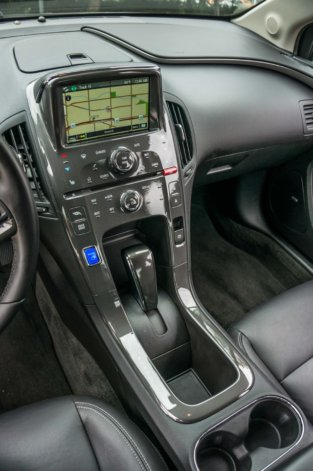 2013 Chevrolet Volt PREMIUM - 19K MILES - NAVI - LHTR -HTD STS Reseda, CA 30