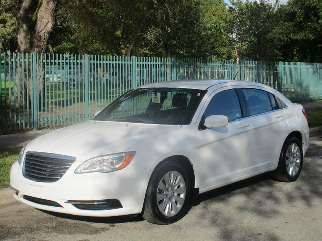 2013 Chrysler 200 Touring Come and visit us at oceanautosalescom for our expanded inventoryThis