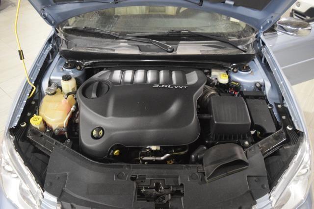 2013 Chrysler 200 Limited Richmond Hill, New York 14