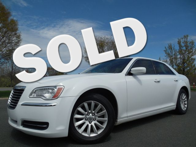 2013 Chrysler 300 Leesburg, Virginia 0