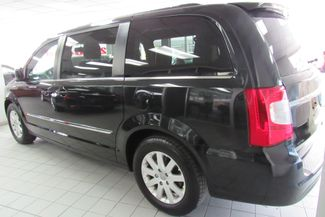 2013 Chrysler Town & Country Touring W/ BACK UP CAM Chicago, Illinois 3