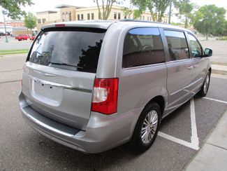 2013 Chrysler Town & Country Touring-L Farmington, Minnesota 1