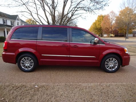 2013 Chrysler Town & Country Touring-L | Marion, Arkansas | King Motor Company in Marion, Arkansas