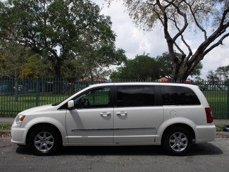 2013 Chrysler Town & Country Touring Miami, Florida 1