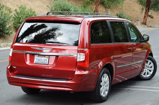 2013 Chrysler Town & Country Touring Reseda, CA 23